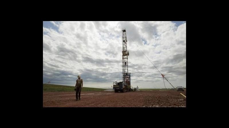 Petrolio cala a 95 dollari al barile in Asia su balzo sussidi Usa