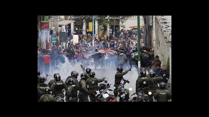 Bolivia, sindacato chiede aumento pensioni: scontri a La Paz