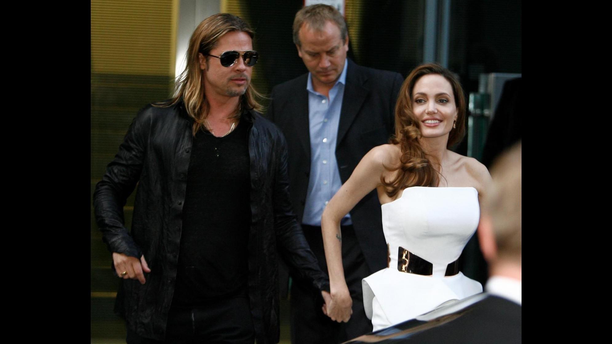 Brad Pitt dà 700 dollari di mancia a cameriera ristorante a Berlino