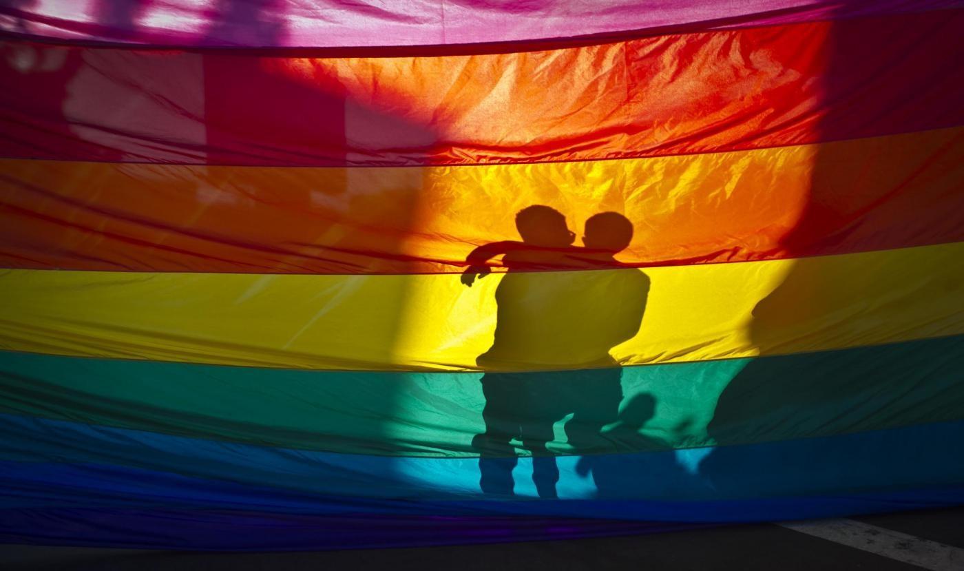 Gay Pride, Google e Twitter si vestono a festa con bandiera arcobaleno