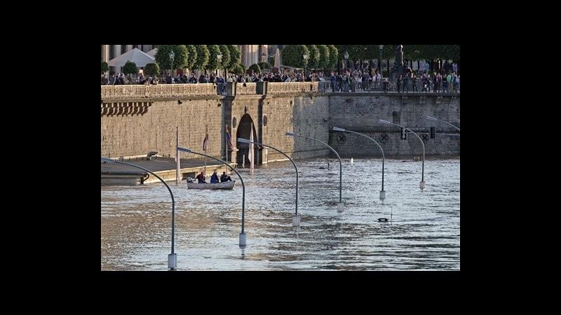 Maltempo, attesa per piena fiume Elba: a Dresda rafforzati argini