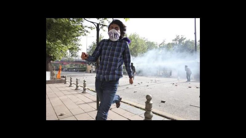 Turchia, Amnesty: Oltre 2mila feriti, Erdogan fermi uso eccessivo forza