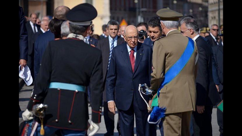 2 giugno, Napolitano: Forze armate portano speranza a popoli sofferenti
