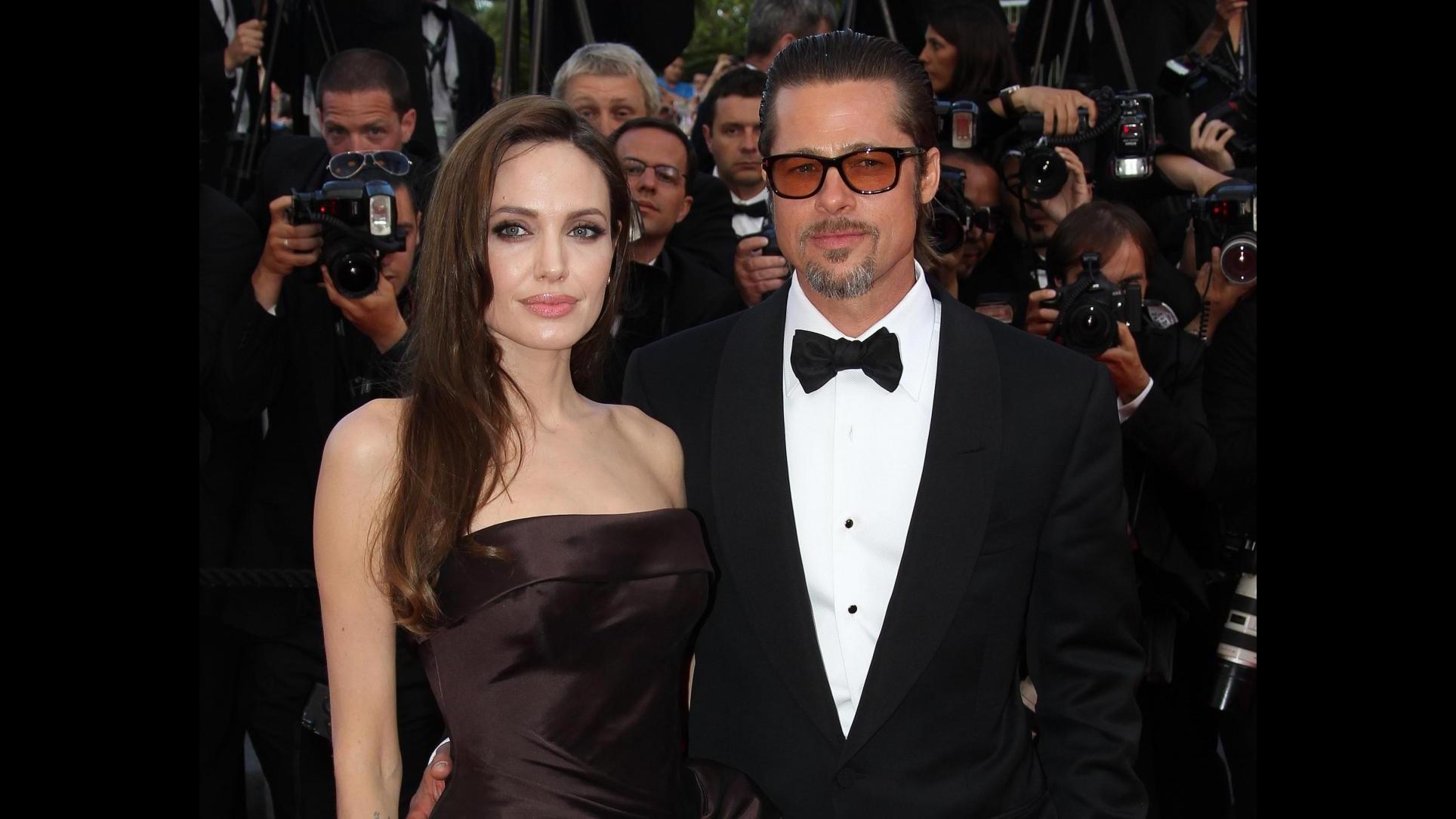 Angelina Jolie non andrà a funerali zia, è a Londra con Brad Pitt