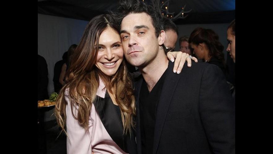 Robbie Williams: Se mia figlia si drogherà, io lo farò con lei