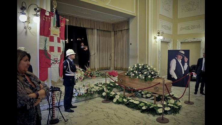 Faletti, oggi i funerali ad Asti. Franco Neri: Era un artista a 360 gradi
