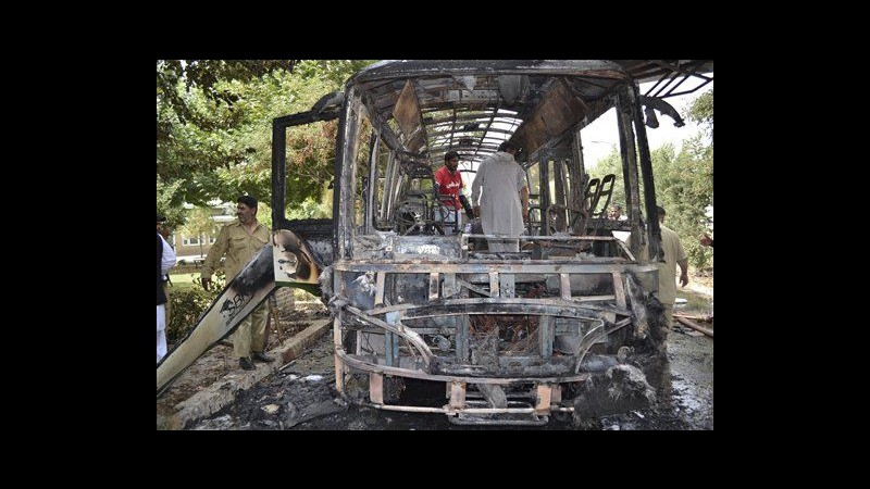 Pakistan, bomba uccide 11 studentesse a Quetta: attaccato anche ospedale