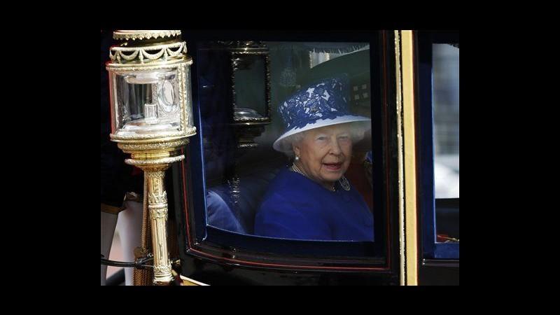 Parata per compleanno regina Elisabetta, Filippo ancora in ospedale