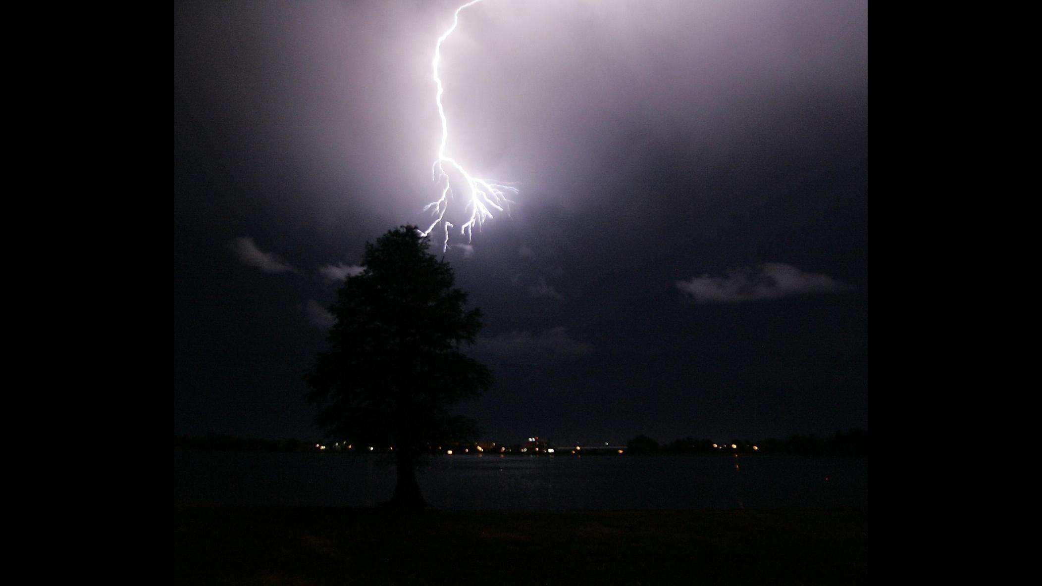 Tempesta di fulmini su spiagge della California: morto ragazzo 20 anni