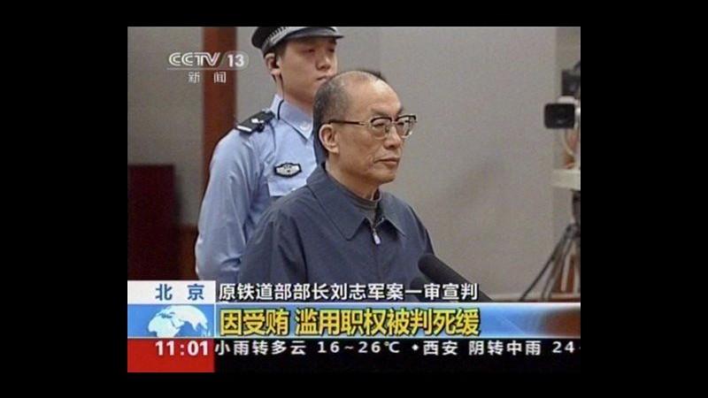 Cina, condannato a morte ex ministro Ferrovie, pena sospesa