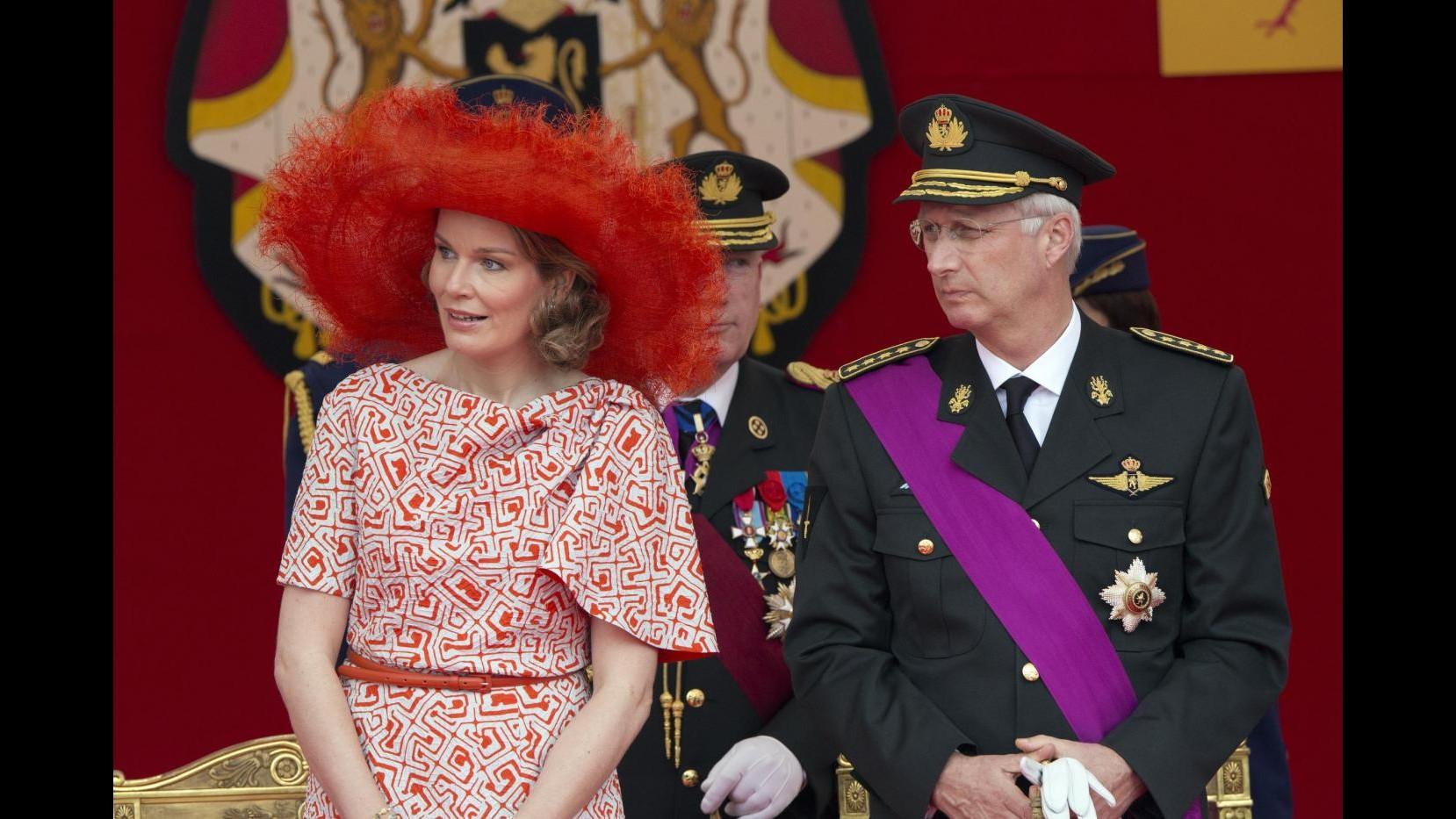 Reali Belgio a festa nazionale:Mathilde stupisce con cappello arancione