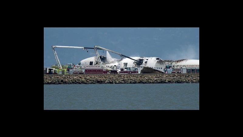 San Francisco, Boeing si schianta e prende fuoco: 2 vittime