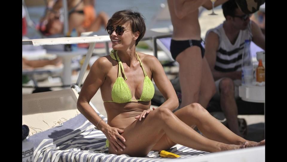 Sfilata di vip a milano marittima splendida roberta giarrusso in bikini - Bagno paparazzi milano marittima ...