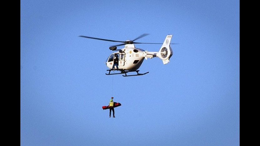 Cuneo, elicottero cade nel Lago della Maddalena: due feriti