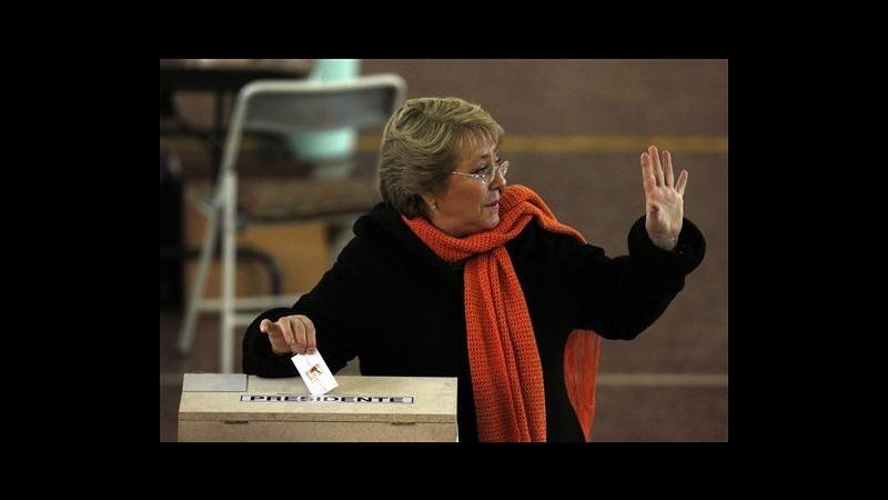 Cile al voto per primarie presidenziali: a sinistra favorita Bachelet