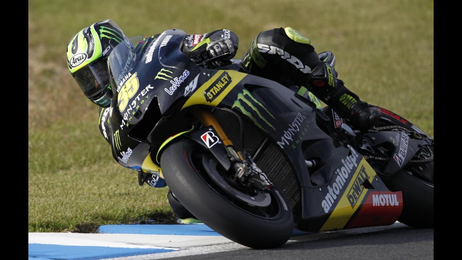 MotoGp, Assen: Crutchlow in pole, Rossi 4° davanti a Pedrosa. Marquez cade, Lorenzo in gara?