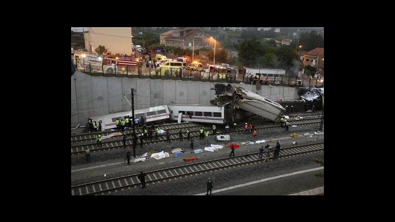 Disastro ferroviario in Spagna, treno lanciato in curva a 190 km/h