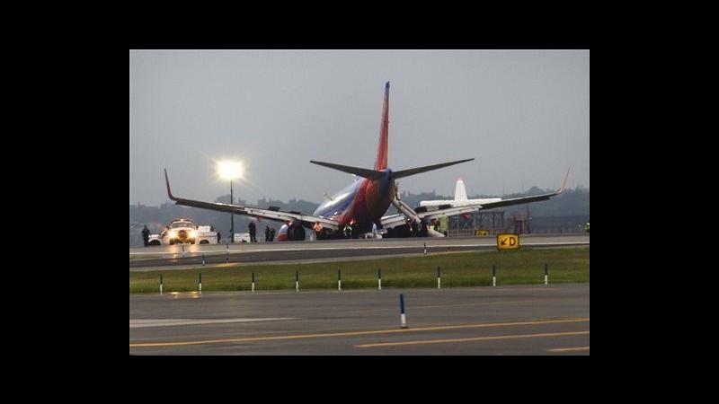 Usa, collassa carrello aereo dopo atterraggio: 10 feriti a New York