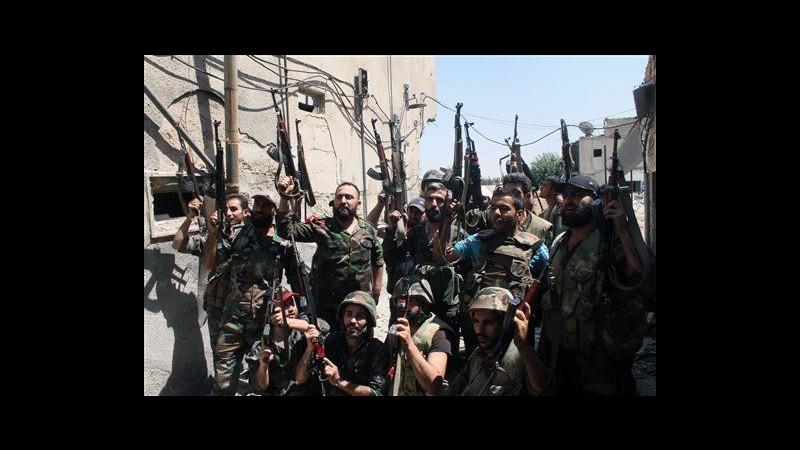 Siria, attivisti: Regime ha ceduto, liberate 23 detenute