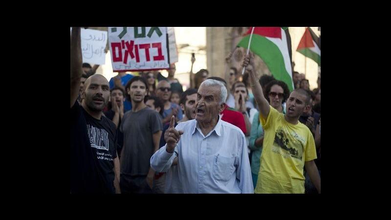 Israele, beduini contro piano trasferimento forzato: scontri con polizia