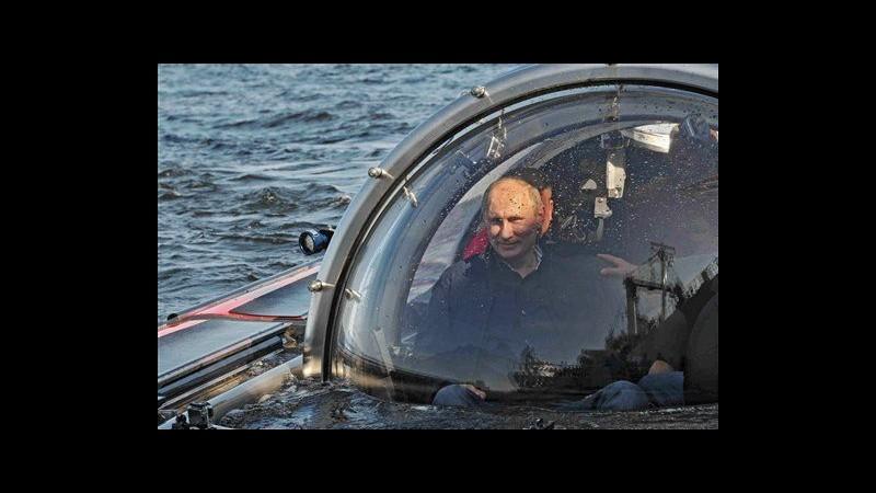 Russia, nuova impresa Putin: visita relitto in immersione sottomarina