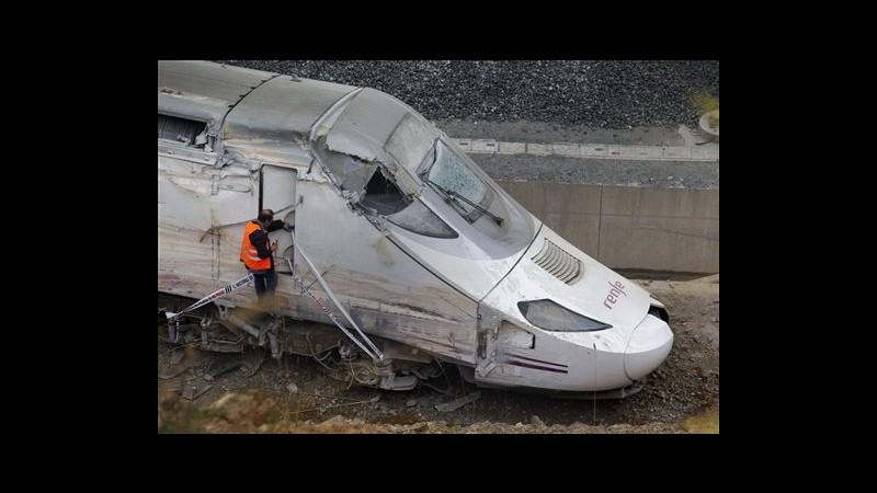 Spagna, treno Santiago andava a 192 km/h, macchinista parlava al telefono