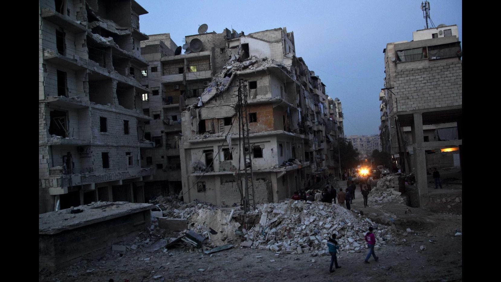 Siria, attivisti: Razzo su Aleppo, 29 morti di cui 19 minorenni