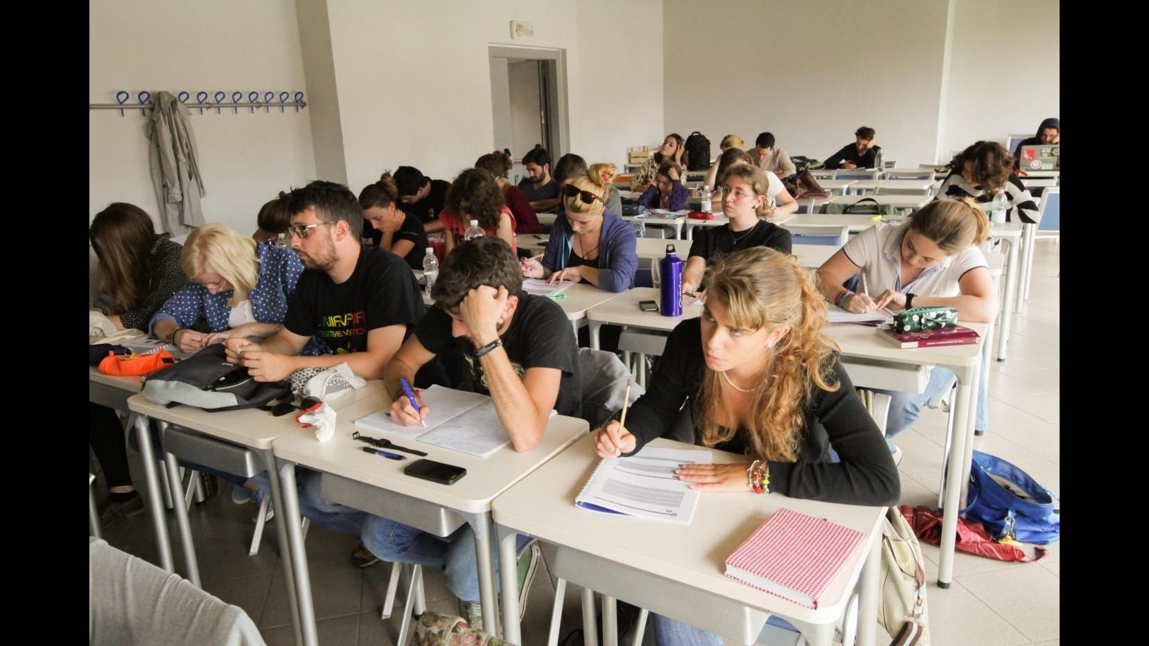 Scuola, Codacons: In arrivo stangata per famiglie, spesa media 840 euro