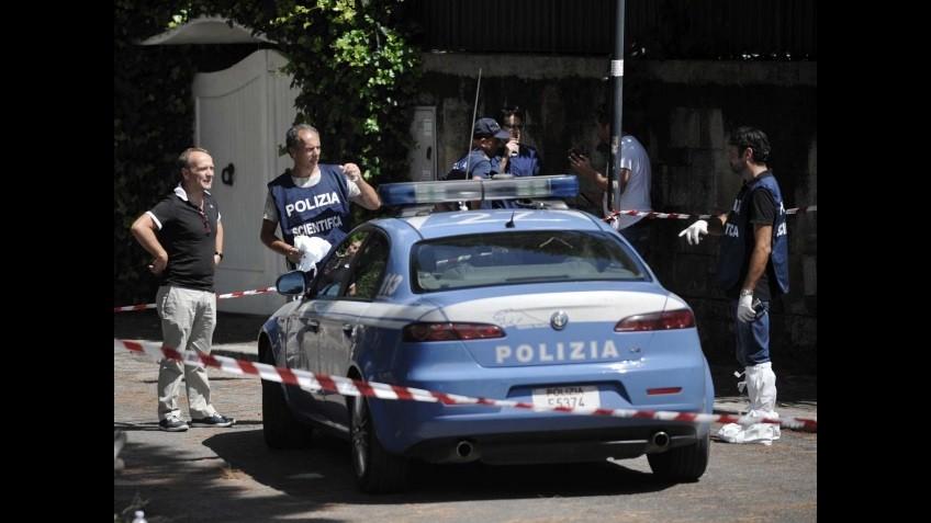 Orrore a Roma: decapita la colf con la mannaia. La polizia lo uccide