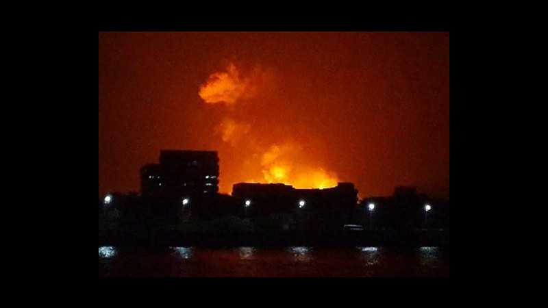 India, esplosioni in sottomarino a Mumbai: recuperati 3 corpi
