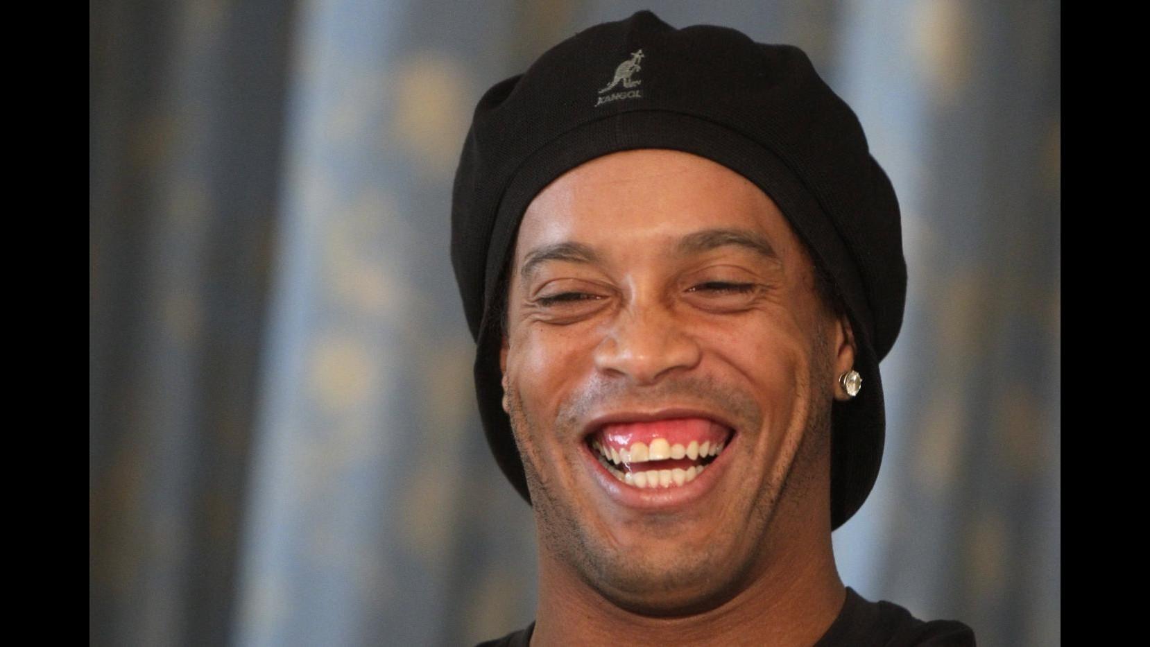 Nuovo sorriso per Ronaldinho: intervento estetico a denti e gengive