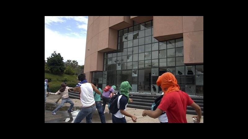 Messico, scomparsi 57 studenti dopo protesta repressa da polizia