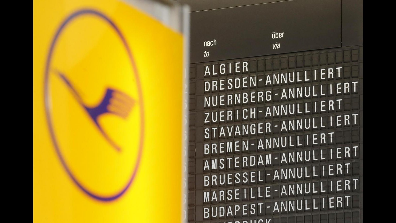 Lufthansa, domani sciopero 15 ore voli a lungo raggio da Francoforte