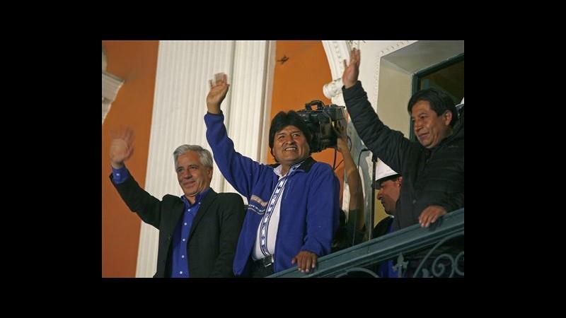 Bolivia, Morales ottiene 3° mandato con 60%, dedica vittoria a Fidel e Chavez