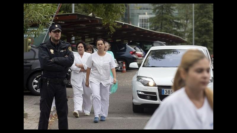 Ebola, cane infermiera spagnola rischia eutanasia: animalisti insorgono