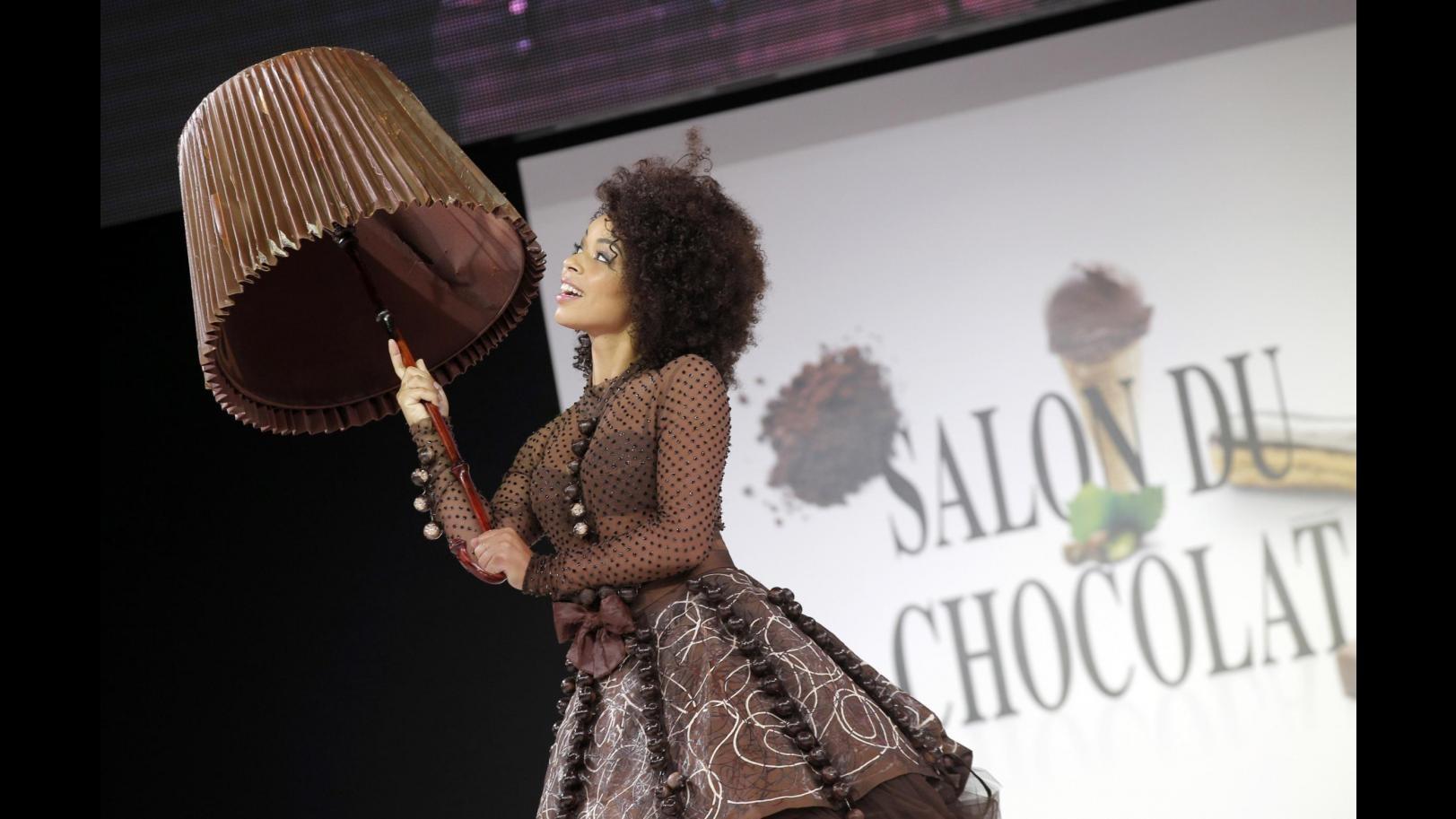 In passerella a Parigi abiti di cioccolato: si indossano e si mangiano