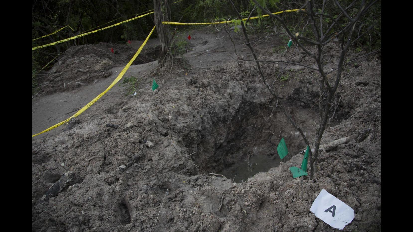 Messico, studenti scomparsi: membri gang rivelano nuova fossa comune