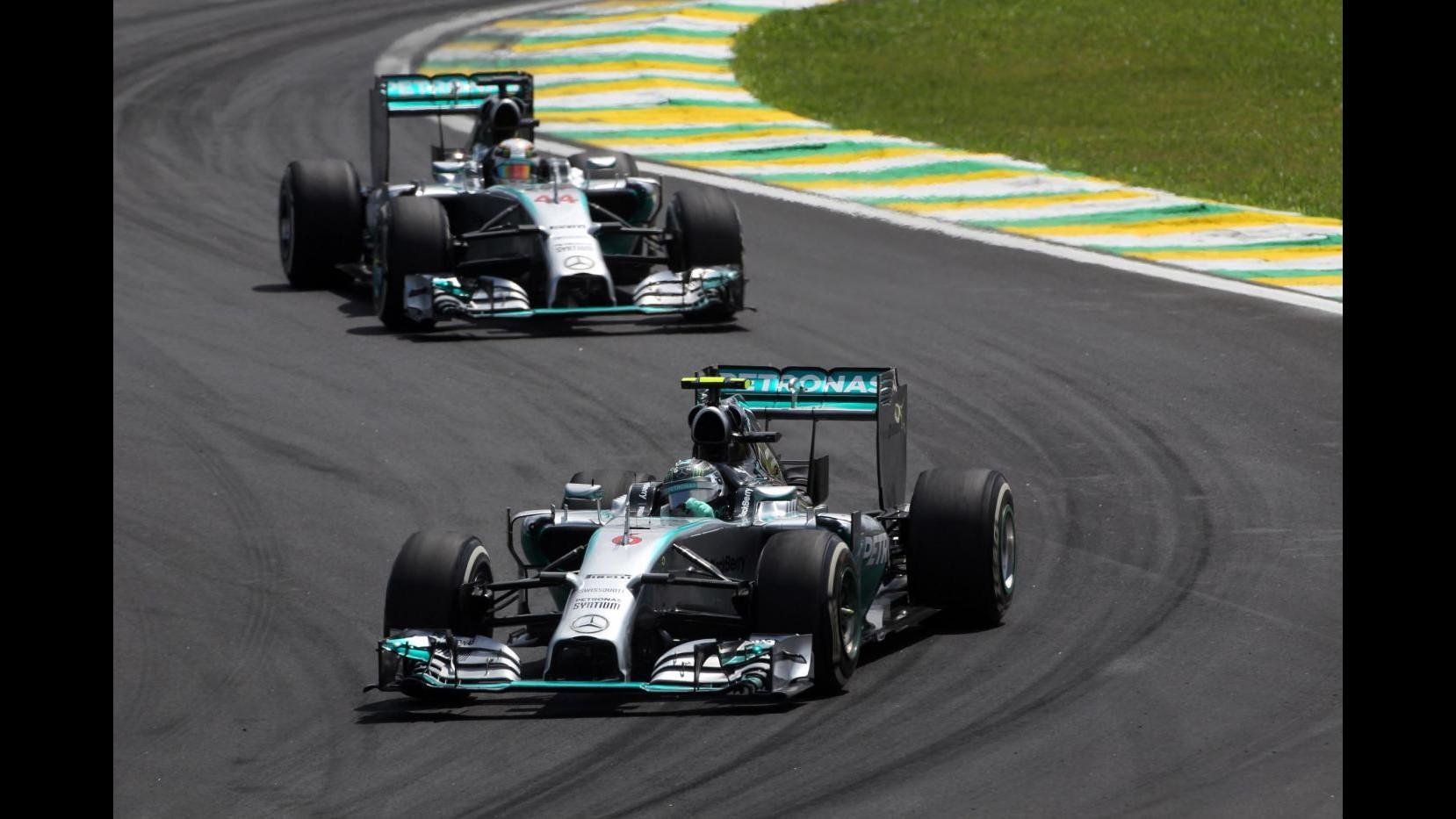 F1, Gp Brasile: Rosberg vince davanti a Hamilton e riapre il Mondiale, 6° Alonso