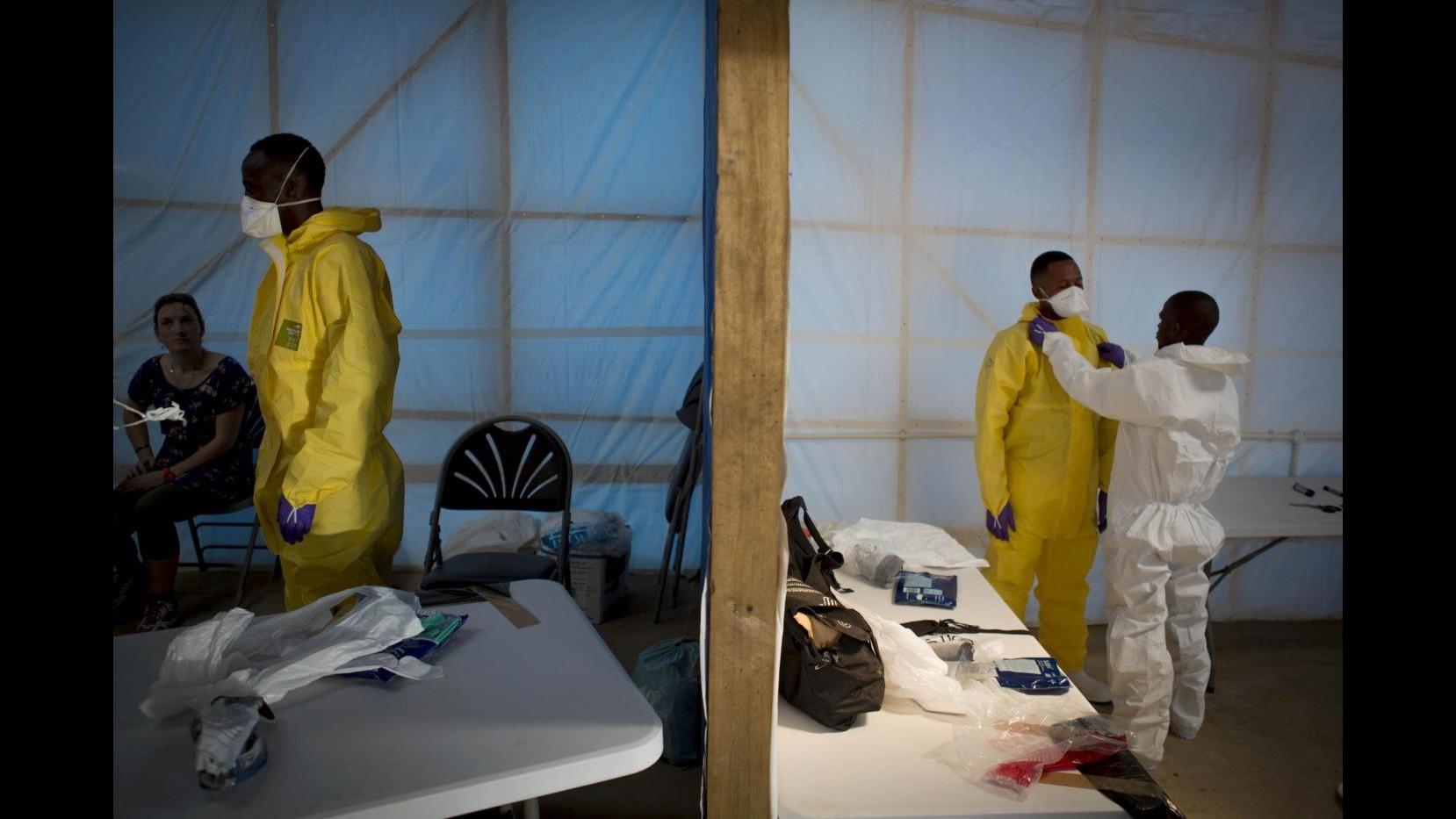 Ebola, Oxfam: Fermare quarantena di massa in Sierra Leone