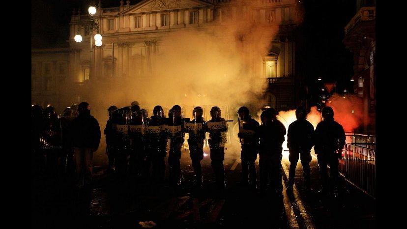 Scala, scontri antagonisti-polizia mentre va in scena la Prima. Ovazioni per il Fidelio