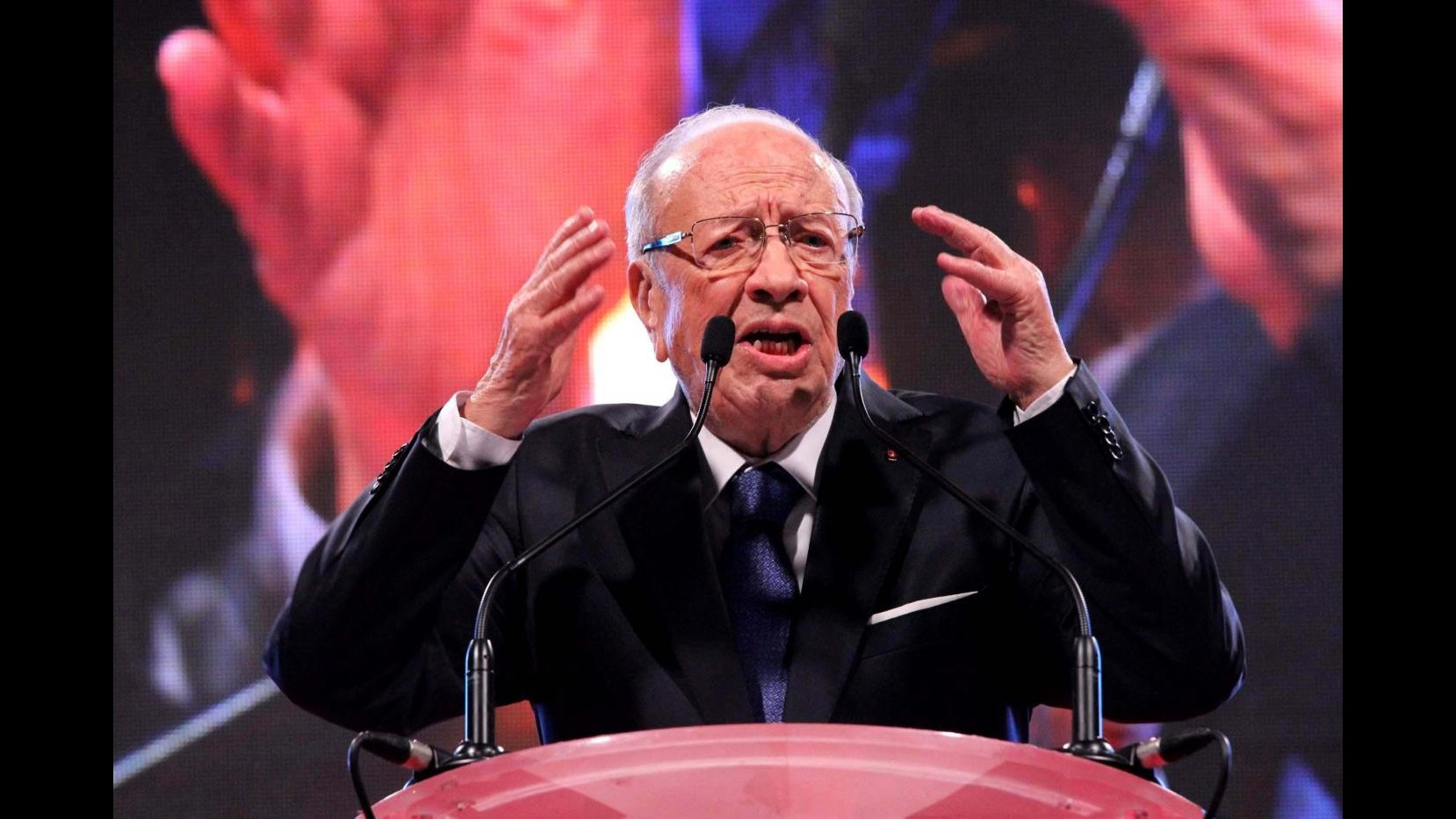 Tunisia, exit poll: Essebsi in testa al 55,5%, Marzouki al 44,5%