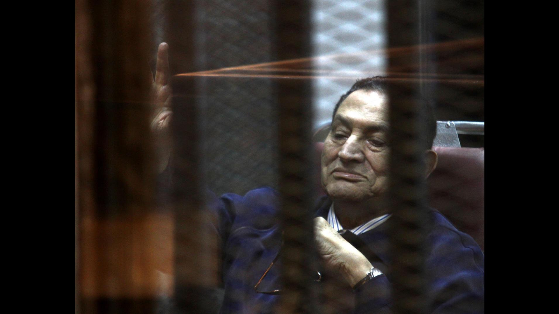 Egitto, annullata condanna Mubarak a 3 anni: potrebbe essere scarcerato