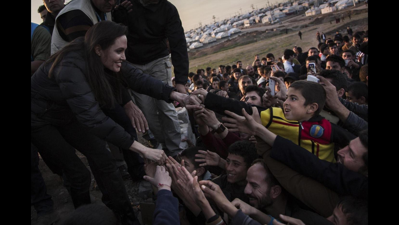 Jolie fra rifugiati curdi in Iraq: Comunità internazionale faccia di più