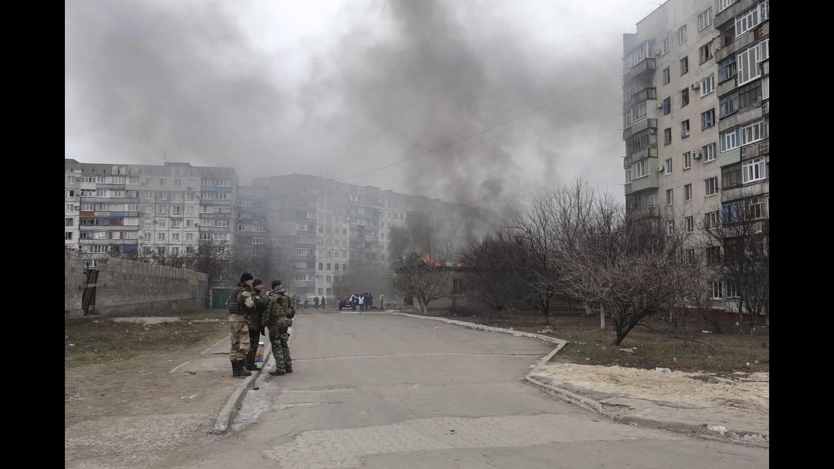 Ucraina, razzi Grad su Mariupol: 20 morti, fra loro un bambino