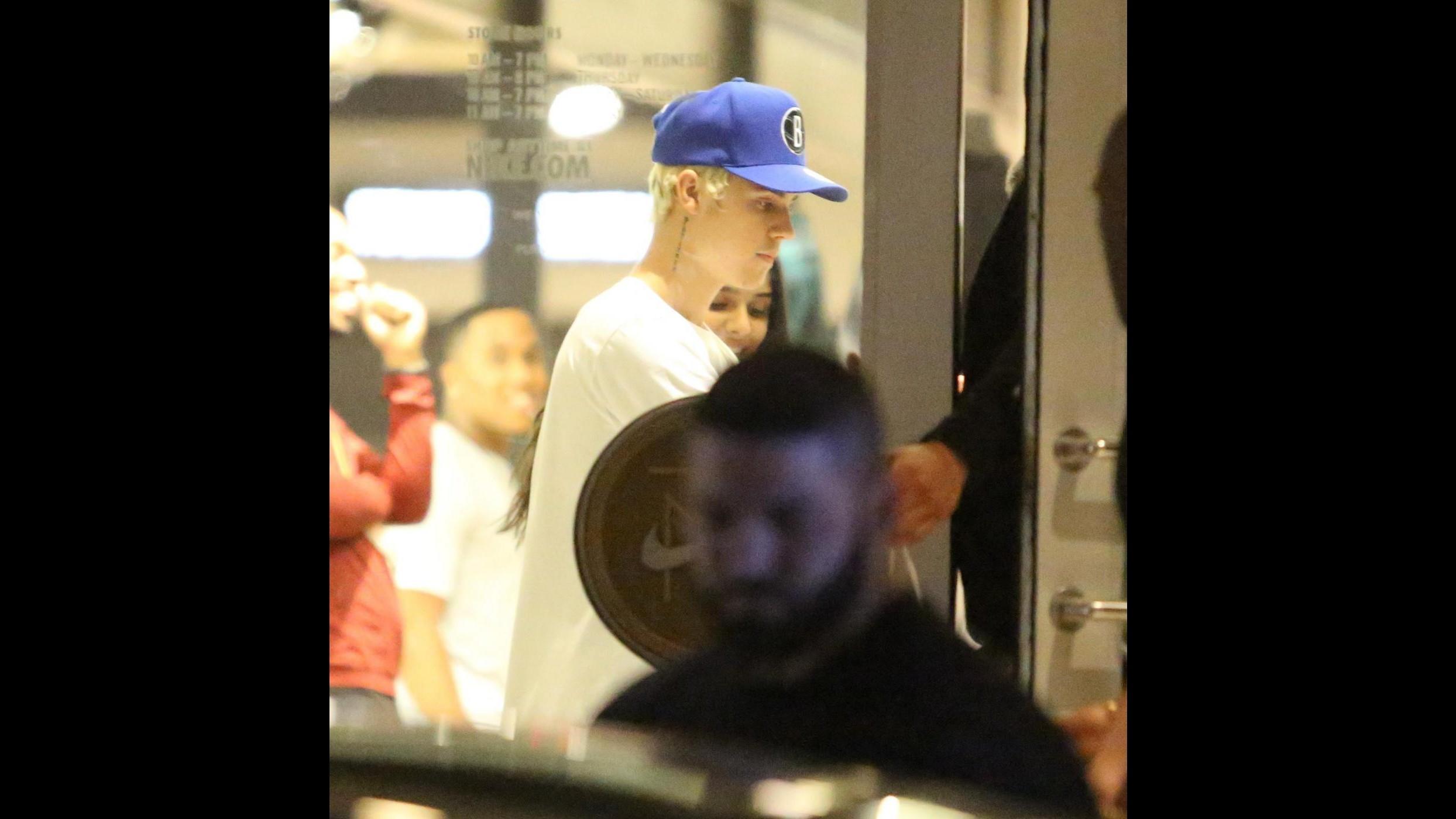 Justin Bieber alla ricerca della svolta con i capelli biondo platino