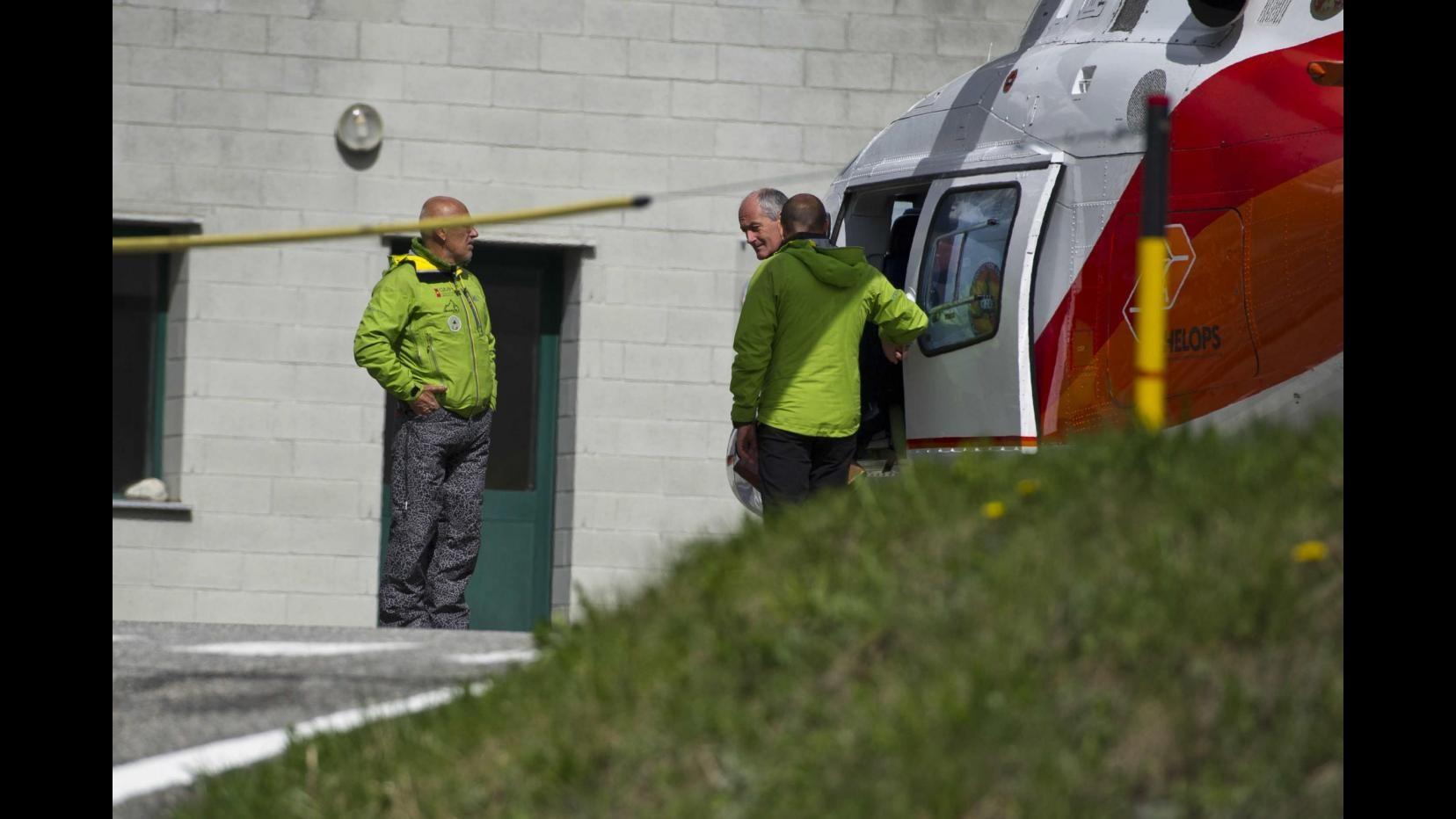 Valle d'Aosta, cade elicottero in Val Grisenche: pilota ferito