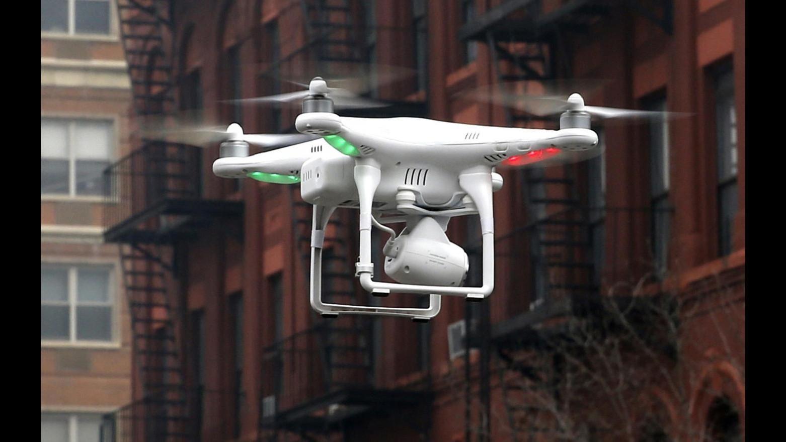 Francia, 5 droni hanno sorvolato punti strategici Parigi
