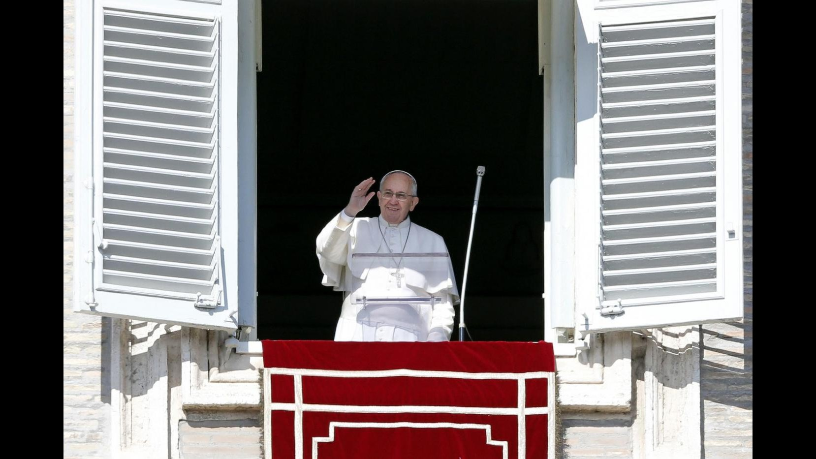 Vaticano, Papa fa distribuire da senzatetto libro esercizi spirituali
