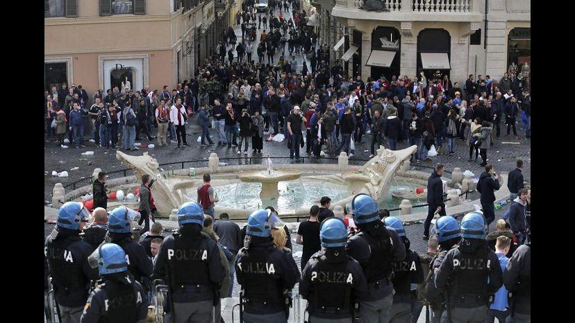 Scontri Roma, premier Olanda chiama Renzi: Disponibilità per quanto accaduto