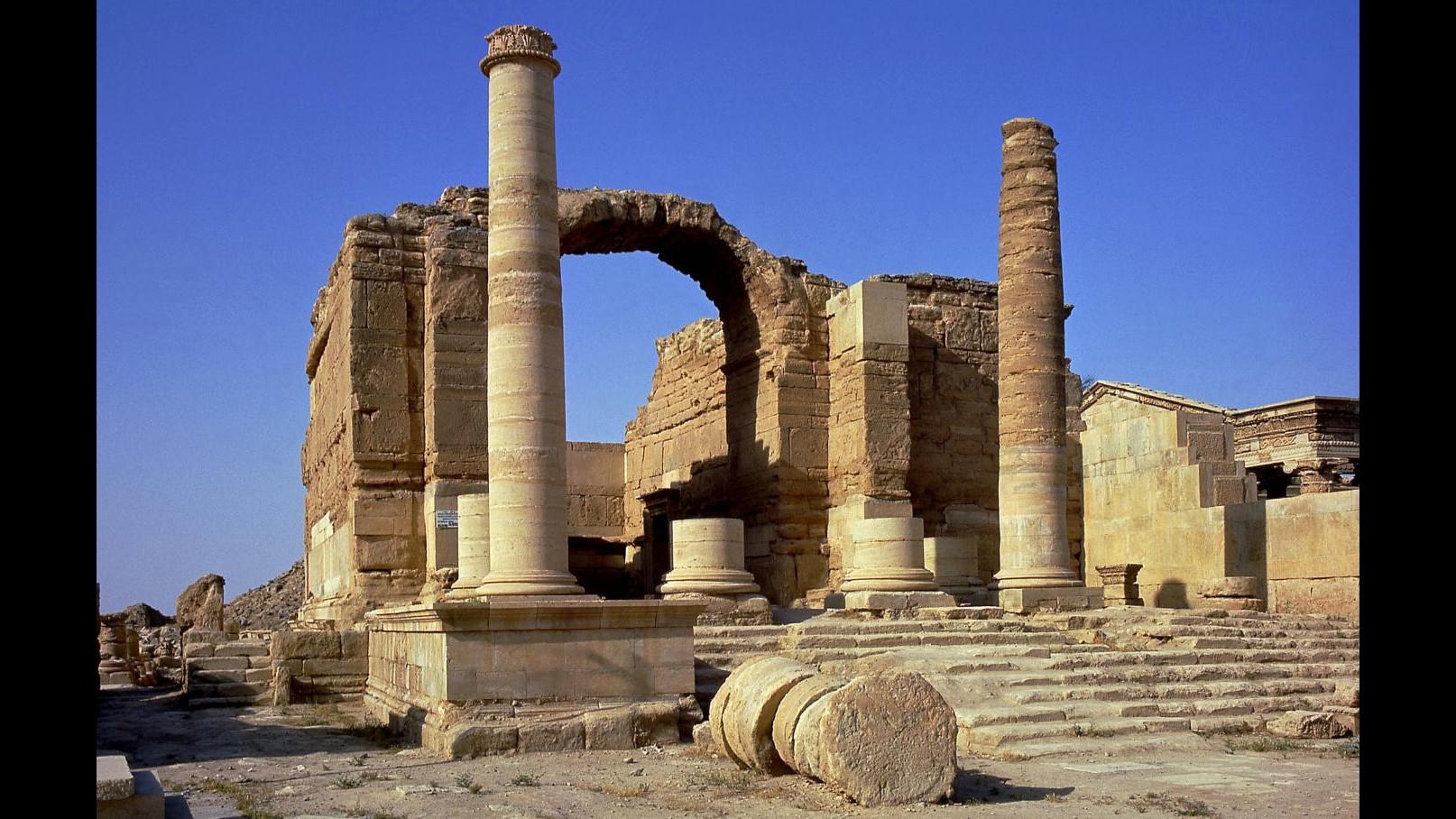 L'Isis distrugge il sito archeologico di Hatra in Iraq